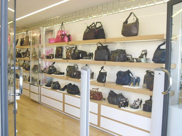 Espositori per occhiali compra in fabbrica a prezzi bassi for Arredo negozi rimini